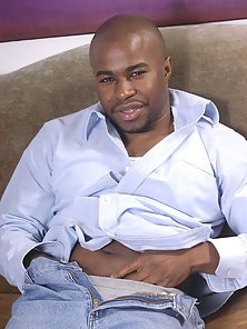 Studly ebony gay Jay unzips his jeans to give his growing black wang a good tossing