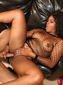 A round bottomed black babe gets cream filled here