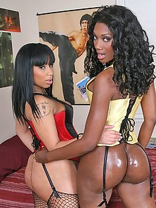 Sexy Ebony Chicks showing how to enjoy asses galore