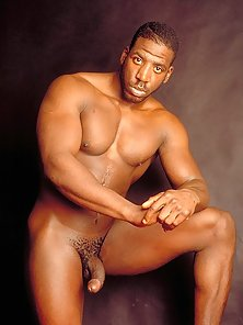 Handsome Black Guy Posing His Cock Before Drilled To a Shaved Clit