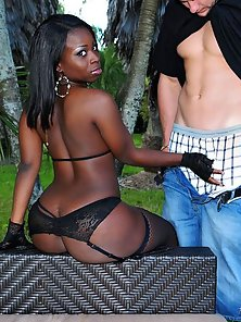 Amazing mega black booty ass gets fucked in the park in these hot outydoor fucking cumfaced mega pic