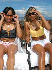 These 2 sexy ebony mammas get those teenie bikinis rippd right off of their fine asses in tehse hot
