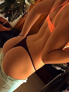 Amazing Sexy Babe Takes Her Selfie Picture and Shows Panty Wore Round Booty