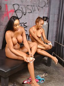 Buxom black babe getting her feet licked by a hot nympho