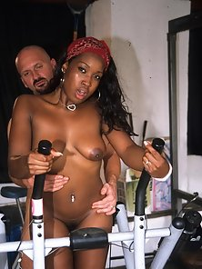 Cutie black babe gets rammed and facialized in the gym