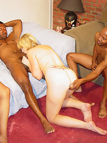 Hot chubby gal's pussy splits for hard drilling