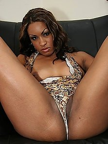 Thick sista shows off her big booty before a black cock banging