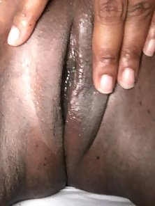 Nasty Ebony Slut Stretching Her Juicy Pussy Exposing Naughtily In Pleasure