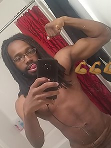 Black man shows his big cock and takes a selfie