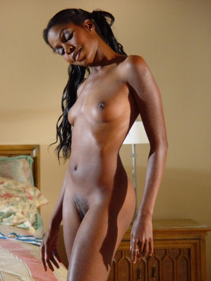 Petite Ebony Babe Posing And Spreading Pussy - Ghetto Tube-3964