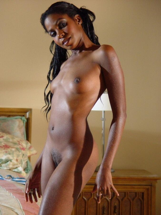 Petite Ebony Babe Posing And Spreading Pussy - Ghetto Tube-7985