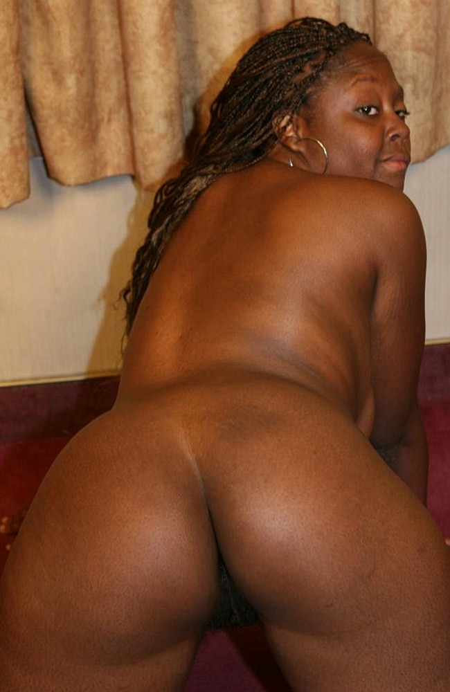 Thick And Horny Ebony Tasha Shaking Her Booty And Gets Ass -3920