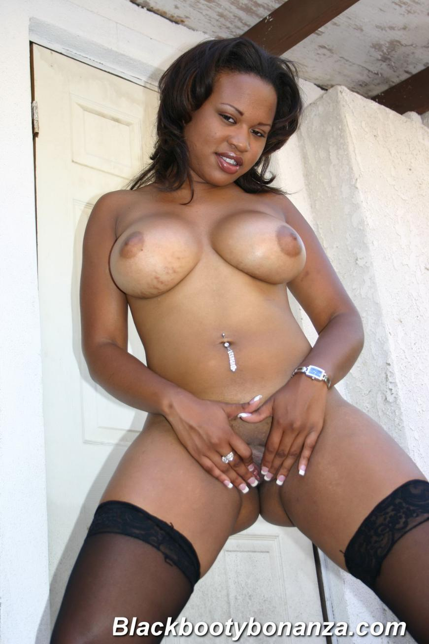 Big Tit Black Momma Plays With Pussy Then Gets Black Cock -1512