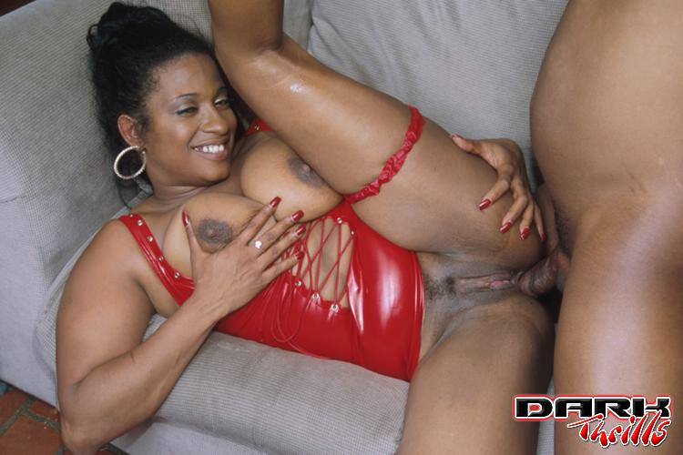 Ebony muscle milf