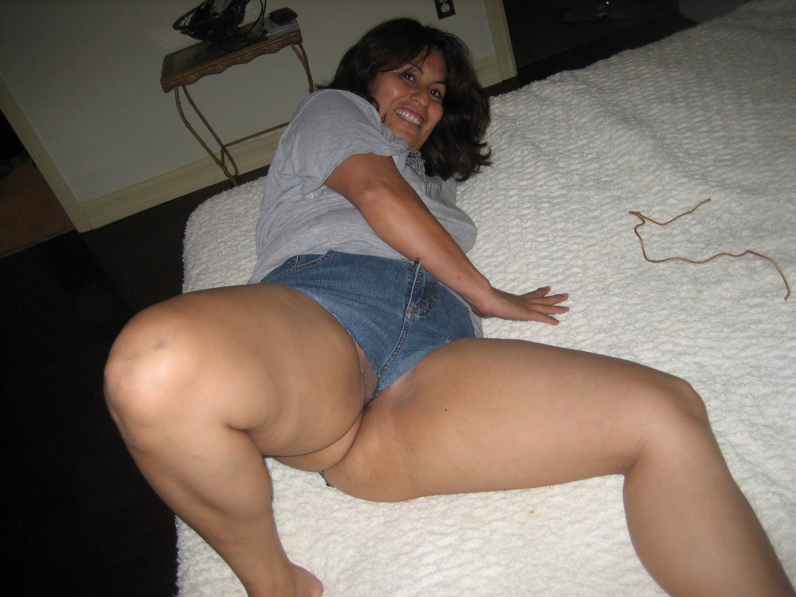 amateur latina moms nude