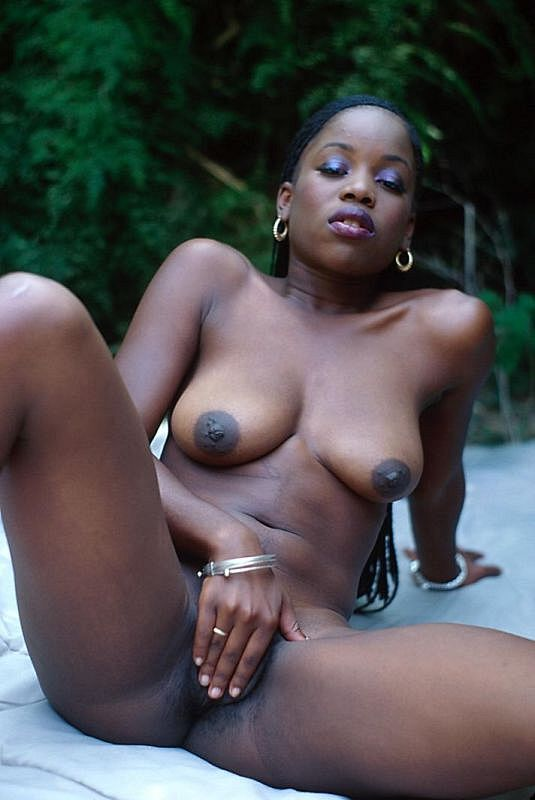Beautiful Young Nubian Woman Masturbates Outside - Ghetto Tube