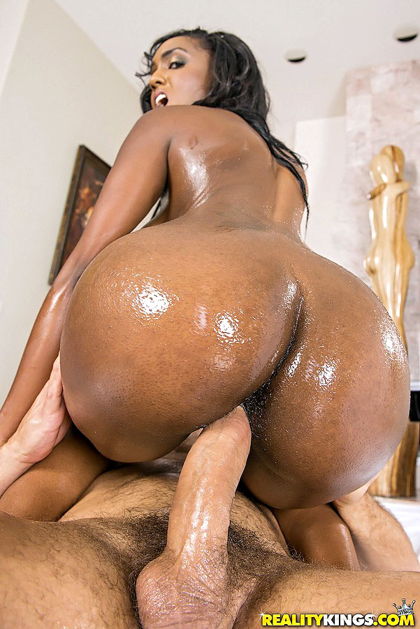 Big ass black girl gets fucked