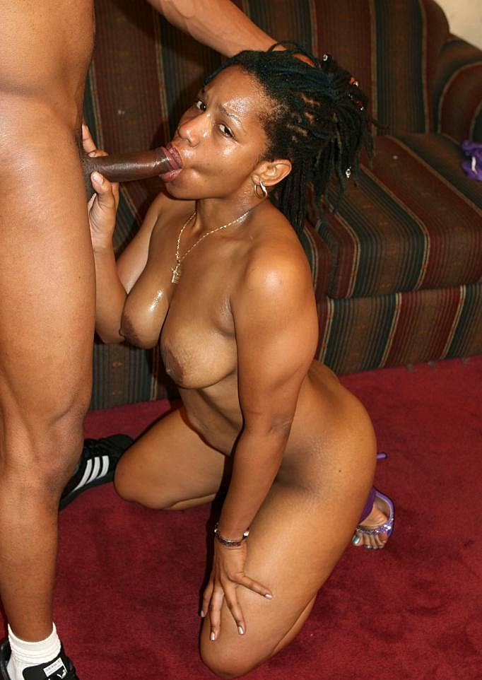 Ebony Hyphy Shaking Her Thick Chocolate Booty And Enjoys -1647