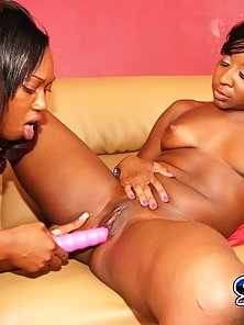 Black beauties Amillie and Delotta licking each others pink juicy candy clits