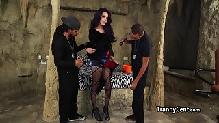 Halloween groupsex with a tranny